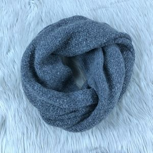 🐝 J.Crew Gray Knit Circle Infinity Scarf